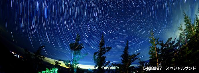 天の川、彗星、星の軌跡|夏の夜空を飾る「満天の星」ビジュアル素材