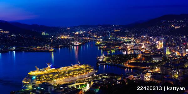 鍋冠山からの長崎港夜景と客船ライトアップ