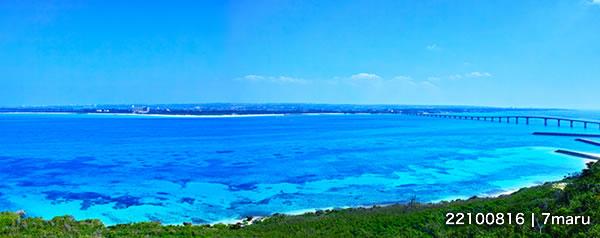 宮古島 来間島から見た与那覇前浜ビーチと来間大橋